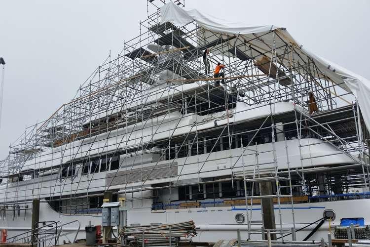 Refit mega yacht under a scaffolding construction system