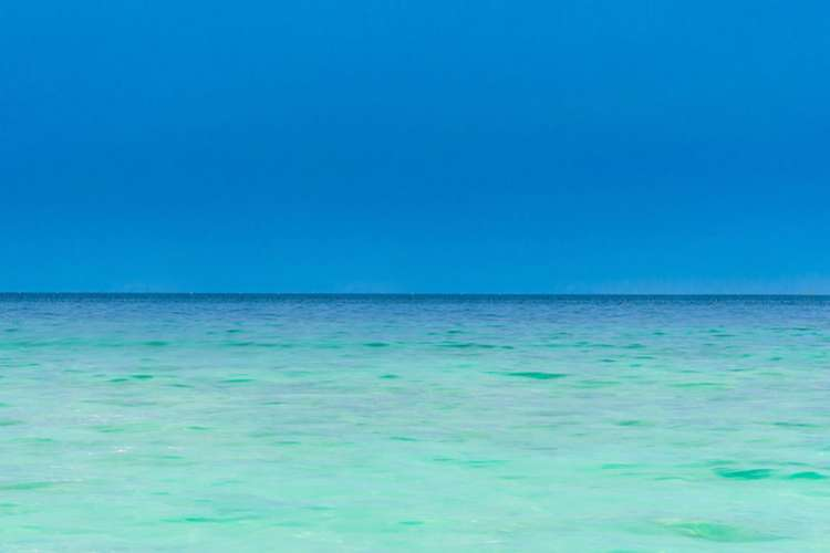 Image of a turquoise sea.