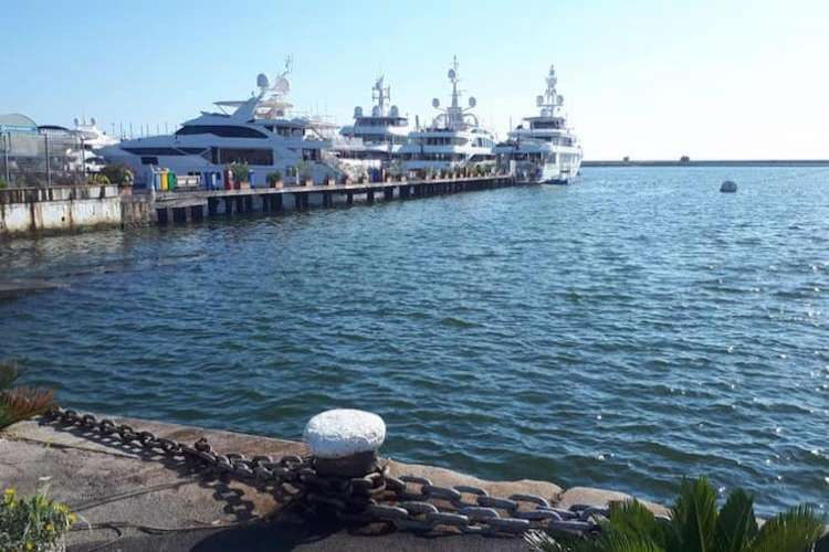 Image of a Tuscan port with superyachts docking