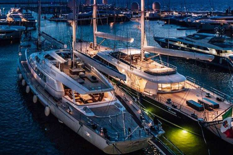 Image of two sailing yachts in Viareggio port
