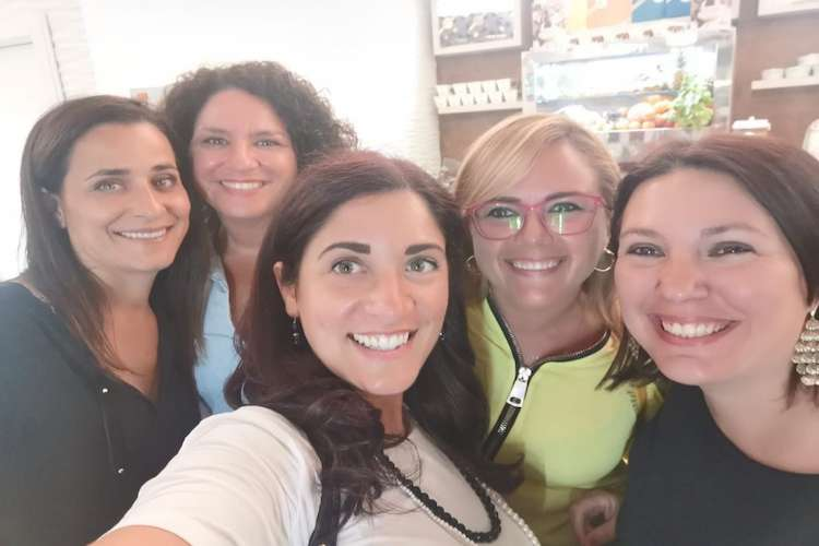 Imagine of 5 women smiling.
