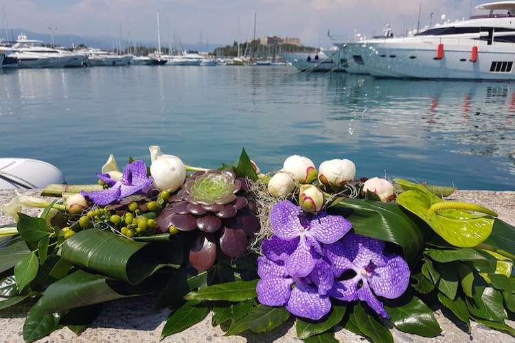 Flower arrangement with mix of white and blue flowers in front of the see