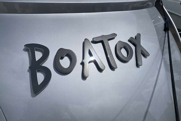 Close image of Boatox yacht lettering